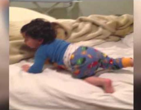 Toddler pull off epic bedtime escape