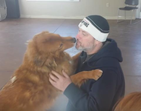 Dog and owner reunite after 20 months share so many kisses