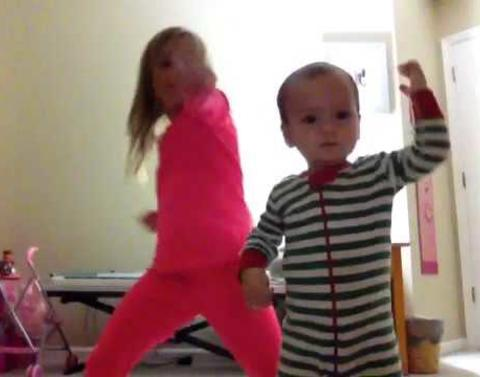 When their mom was folding laundry these sisters were filming th