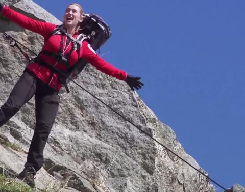 Kate winslet recreates epic titanic scene on running wild with b