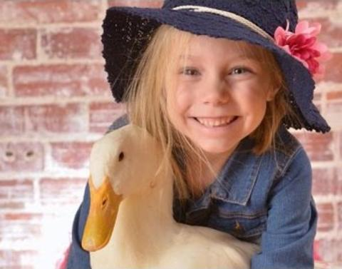 Little girl insists shes this ducks mom