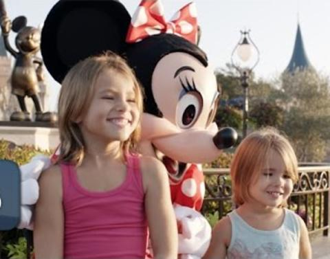 Disney characters surprise deaf girl with sign language